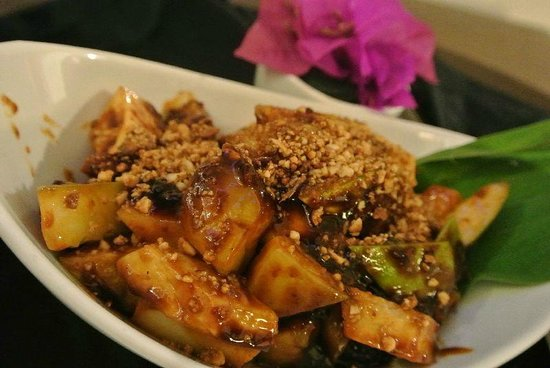 Impiana Resort Cherating: Room service - rojak buah