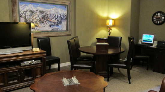 Skiway Lodge: Lobby Lounge