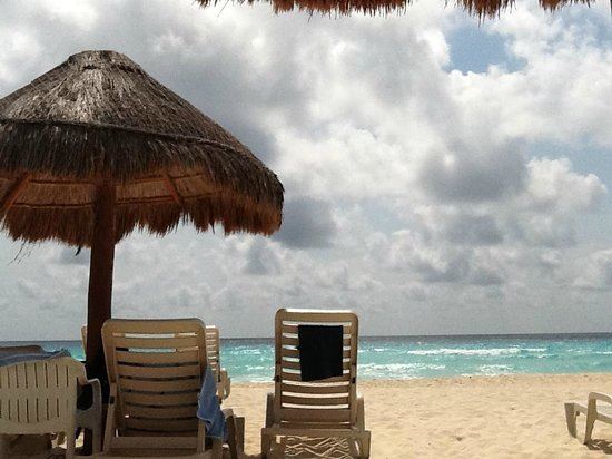 Omni Cancun Hotel &amp; Villas: view of the ocean under the la palapa
