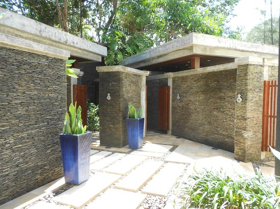 Marriott's Phuket Beach Club: Outdoor bathrooms
