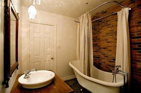 salle de bain champ tre picture of le gite dezery montreal tripadvisor. Black Bedroom Furniture Sets. Home Design Ideas