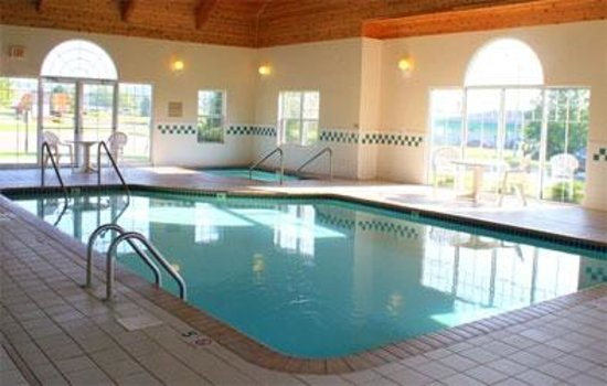 Country Inn River Falls: Spacious Indoor Pool and Hot Tub