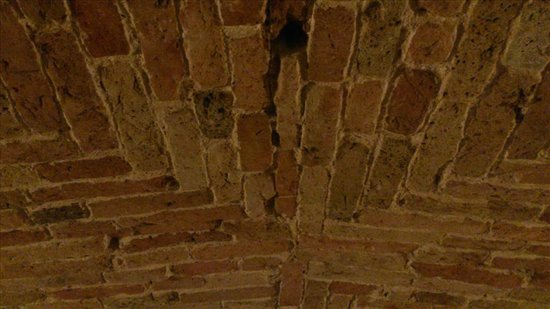 Hotel Karel de Stoute: The brick ceiling of the cellar bar