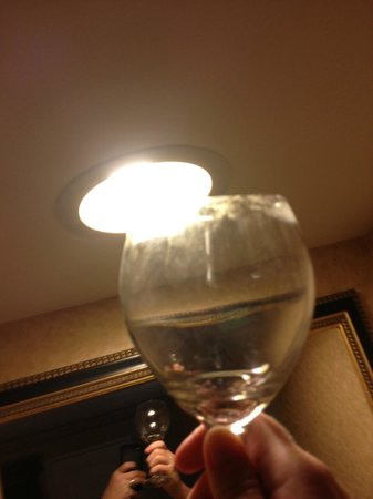 Embassy Suites Hotel Nashville at Vanderbilt: Clearly dirty glass left upside down among clean glasses.