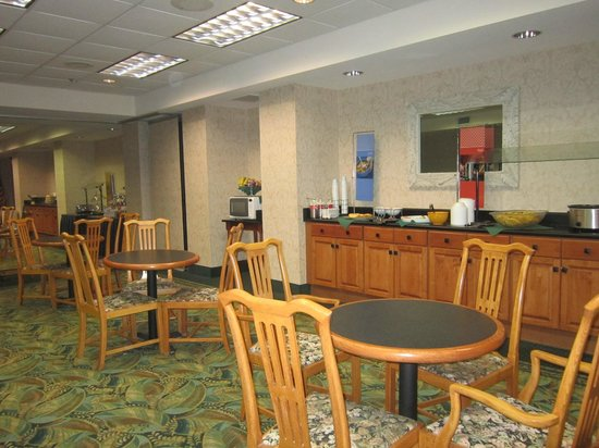 Hampton Inn Pensacola Airport (Cordova Mall Area): dining area