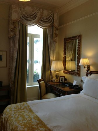 The Savoy : Edwardian Room with Courtyard View