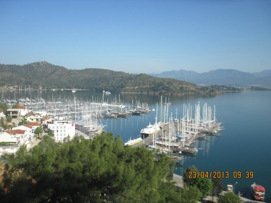 Kayakoy, Tyrkiet: The view over Fethiye from the Kaya to Karagzler walk