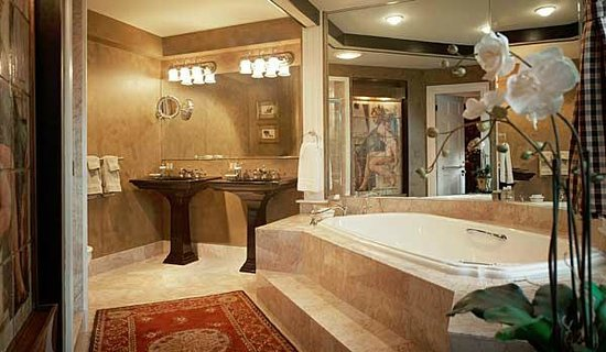 Captain Lord Mansion: Luxury amenities & baths