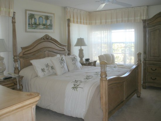 Wright by the Sea: Ocean Front Bedroom