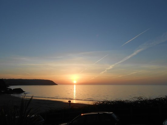 Tresaith, UK: Beautiful Sunsets every evening can be seen from all  bedrooms and public areas.