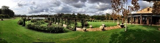 Willyabrup, Australia: beautiful grounds , even in the gloomy weather