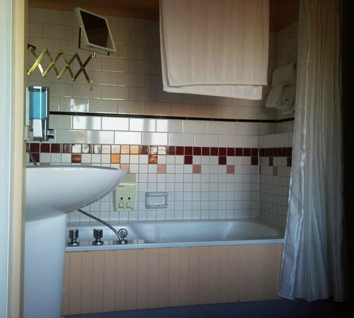 Bedford Regency: Jacuzzi tub in here...