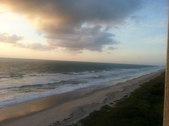 DoubleTree Suites by Hilton Melbourne Beach Oceanfront: room view.