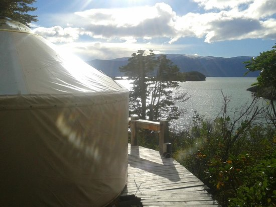 Los Yurts y la vista de Patagonia Camp