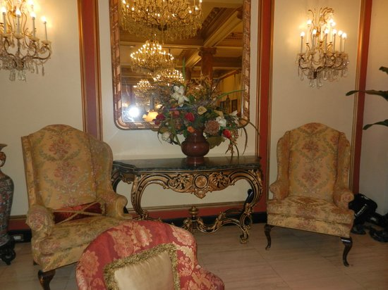 Le Pavillon Hotel: Lovely seating area