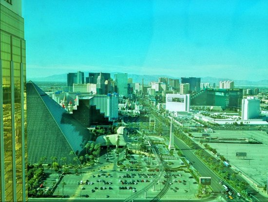 Four Seasons Hotel Las Vegas: Strip View 35th floor.