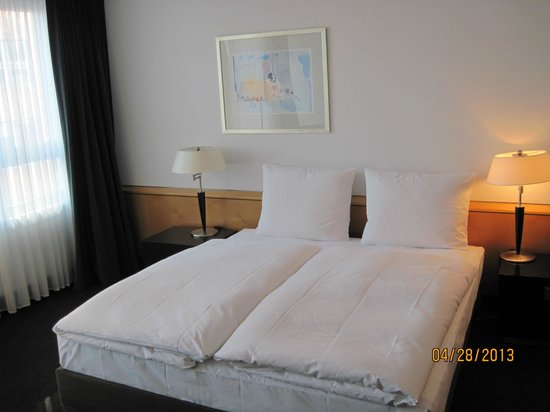 Madison Hotel Hamburg: Super comfortable beds.
