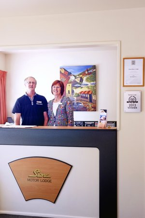 Siena Motor Lodge: Marie & Noel Buckman your friendly hosts
