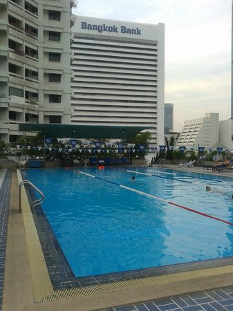 Glow Trinity Silom: Swimming Pool