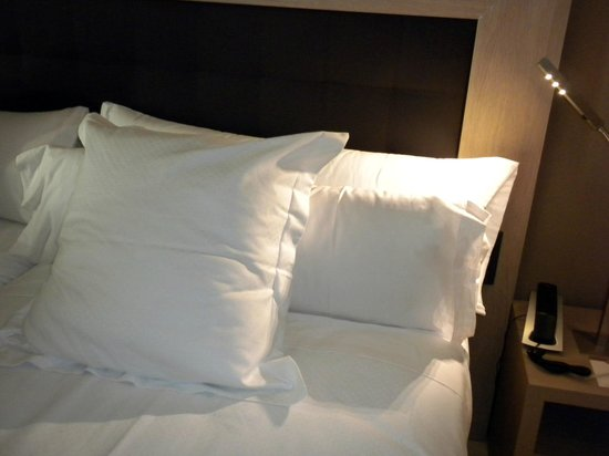Hotel Catalonia Plaza Mayor : Letto 
