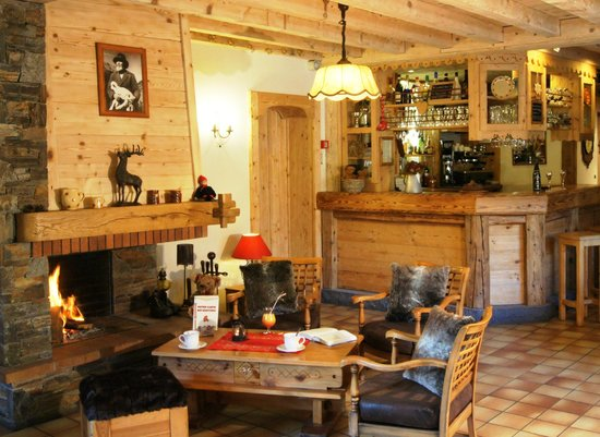Samoens, Francia: Salon Bar avec coin chemine