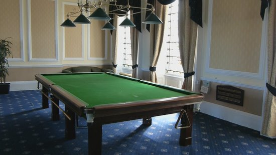 Bay Royal Whitby Hotel: Snooker Table
