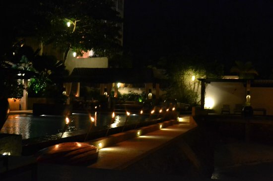 Abaca Boutique Resort: dinner next to the pool