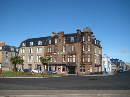 Campbeltown, UK: The Royal Hotel on a lovely Spring Morning