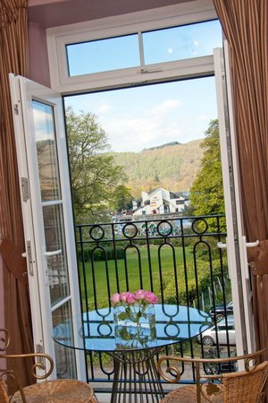 Bowness Bay Suites: French door