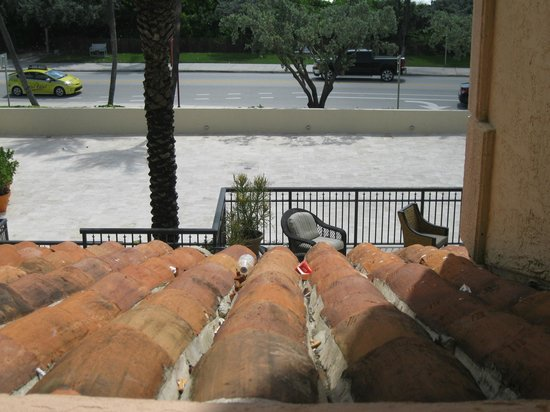 Delray Beach Marriott: Roof adjacent to Balcony