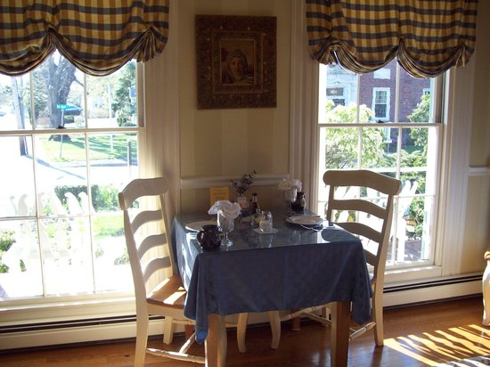 Captain Farris House Cape Cod: dining area