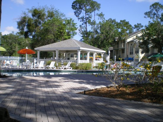 Oak Plantation Resort: Looking towards the pool area