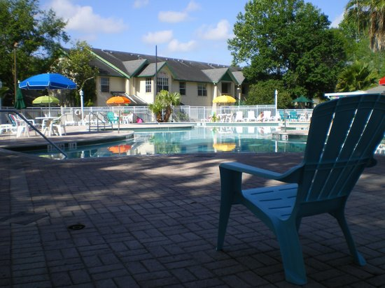 Oak Plantation Resort: The pool area