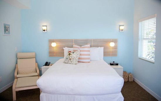 Nokomis, FL: Brand New Rooms all in different colors!
