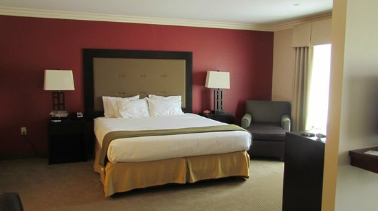 Holiday Inn Express Hotel & Suites Twentynine Palms: King Suite