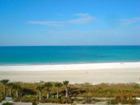 Holiday Inn Sarasota - Lido Beach: Lido Beach view from room 506.
