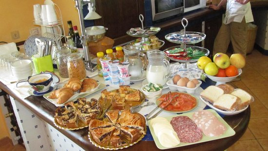 Villa Monica B&B: That Sumptuous Breakfast