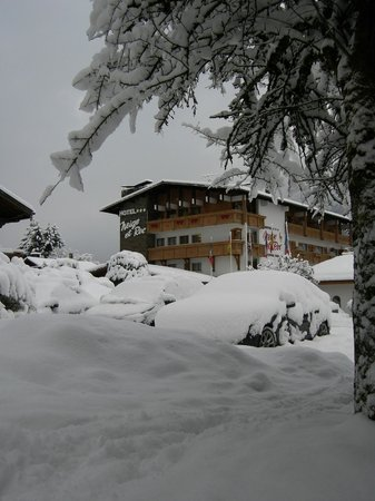 Samoens, Francia: View of hotel from the bus stop