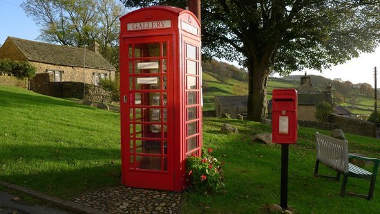 Settle, UK: The world&#39;s smallest art gallery - in a &#39;phone box