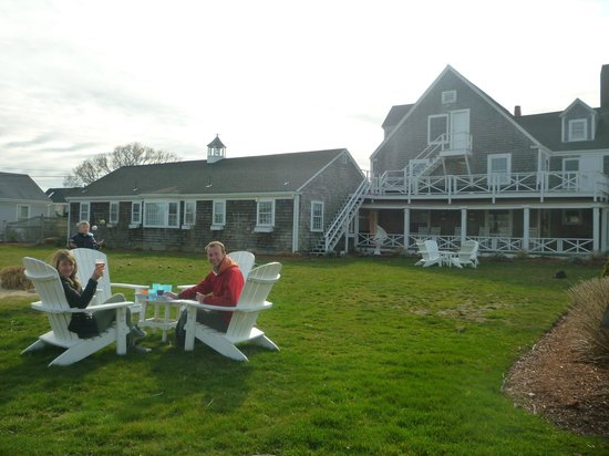 Beach Breeze Inn: Beach Breeze from the road