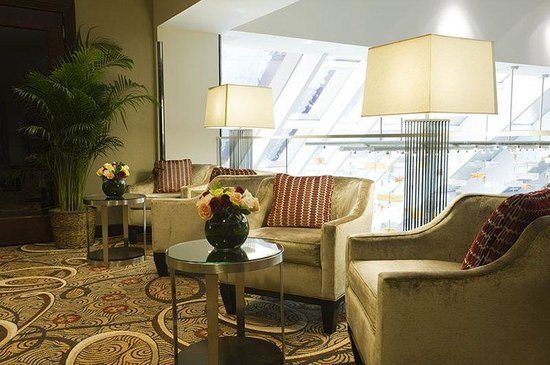 Crowne Plaza Times Square Manhattan: Ballroom Floor Lounge overlooking Broadway