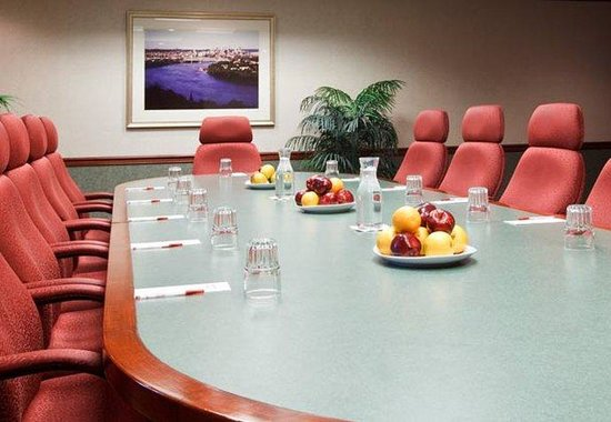 Austin Marriott North: Executive Boardroom