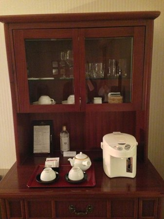 Imperial Hotel Tokyo: A nice selection of coffees and tea, best of all the water pot was always filled by the staff ev