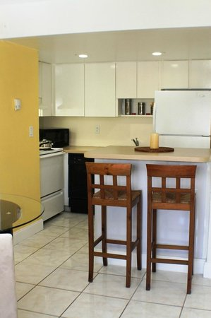 Mia Airport Villas: Typical Upgraded Apartment Interior Kitchen - Dining