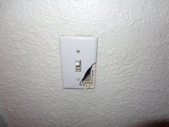 Midvale, : Light switch broken