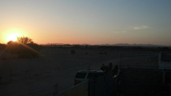 Los Algodones, Meksyk: sunset over Yuma, AZ from the Hacienda&#39;s Plaza