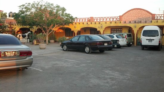 Los Algodones, Meksyk: half of the plaza - left half surrounded by 2 story hacienda
