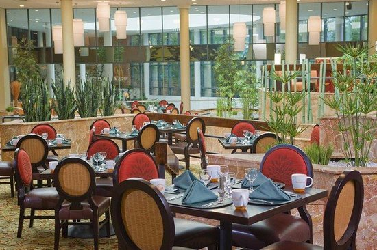 Hilton Long Island / Huntington: Watercolors Dining