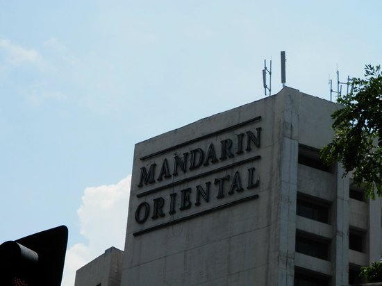 Mandarin Oriental, Manila: Mandarin Oriental signage