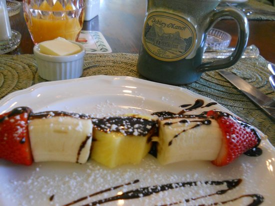 Barnstable, MA: Fresh fruit and chocolate drizzle skewers